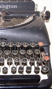 TYPEWRITER Remington Antique Crop